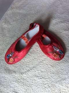 Almost new CNY Flowers Embroidery Red Silky Cloth Baby / Toddler / Kids Girl / Gals Gala Dance Ballet Ballerina Flats Mary Jane Sandals Shoes size 18 18cm