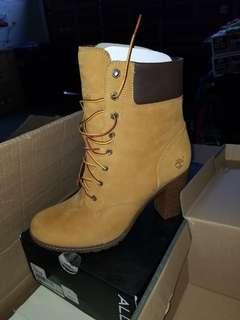 New Timberland boots with heel
