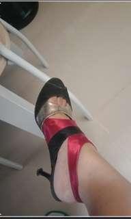 Baru di pake 1x..  Ga di pake karna uda kbanyakan sepatu dan uda ga kuat pke hak tinggi