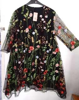 Embroidered floral dress (brokat with inner)
