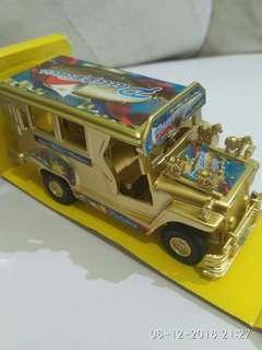 Miniatur mobil besi philippine jeepney Gold edition