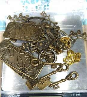 庫存材料出清--合金類墜飾與金屬零件福袋包(一包100g,數量有80份)