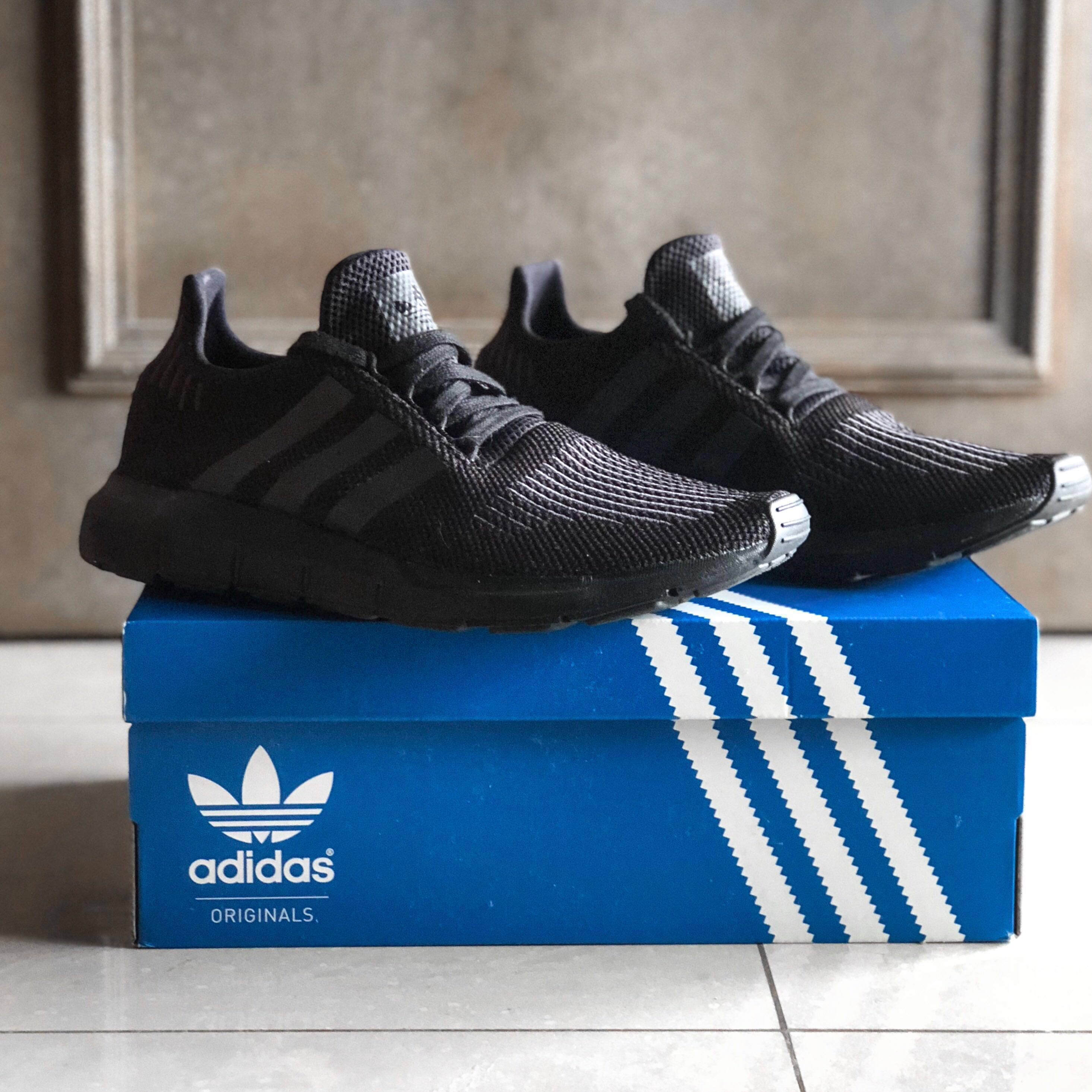 ed37d8e0cd6d Adidas Swift Run Triple Black US 9