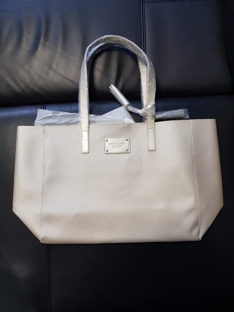 257d259a100e Michael Kors Handbag !!!BRAND NEW!!!, Luxury, Bags & Wallets ...