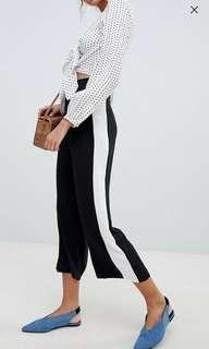 🚚 New Look Side Striped Cropped Trousers
