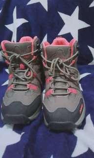 Sepatu Hiking Wanita
