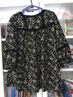 日本寬鬆黑色底碎花上衣
