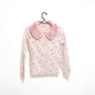 🚚 POONE 專櫃牌 羊毛製 粉毛可拆 玫瑰圖案羊毛溫暖上衣 珍珠扣 皮草毛 粉紅毛衣 絨布上衣