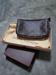 LV (Louis Vuitton Pouchette)