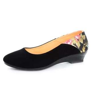黑色繡花絨面鞋
