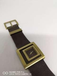 Jam tangan mesh