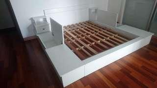 Japanese style bed with storage drawers
