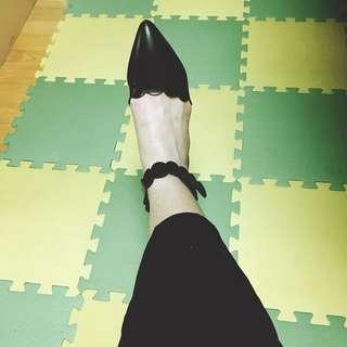 🚚 Rei shop 花邊尖頭平底鞋 九成新