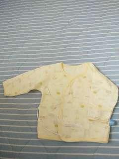 🚚 二手 新生兒開襟內薄刷毛  M號 無髒污染破損