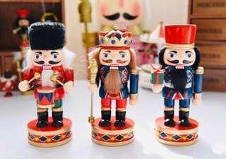 限量 訂造🎄2018 聖誕手繪Q版 胡桃夾子中士兵木質 公仔 餐廳酒店家具 擺設 裝飾 禮物 Nutcracker Christmas Decoration 18cm  ( 一個)
