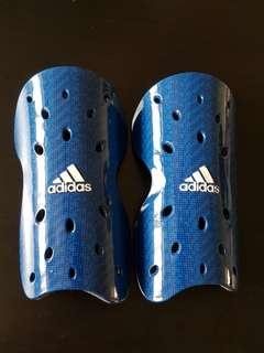 🏏🏑🏈⚽Authentic Adidas Shin guard (kid size)