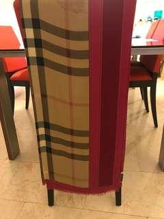 Burberry wide long scarves 💯 authentic
