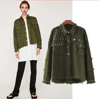 🚚 全新Zara同款軍綠鉚釘須邊厚外套