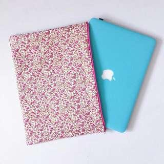 🚚 Handmade Customizable Pink Floral Laptop Sleeve