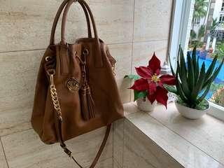 <Price Reduced!!>Michael Kors Leather Hangbag