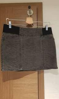 Buy 3 for $25. Dkny skirt with elastic band