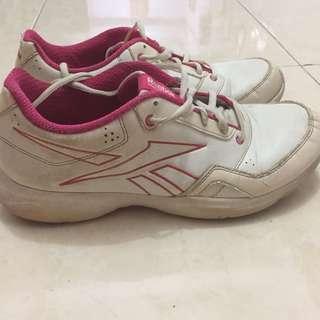 Sepatu reebok training