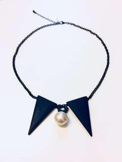 Triangle and Pearl Necklace - Black
