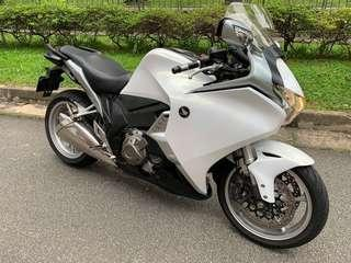 Honda VFR1200F DCT model with ABS . Registration on 6/01/2011.