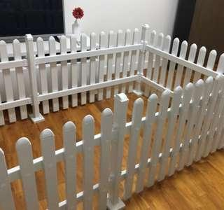 Pet playpen in white.
