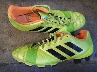 Football (soccer) shoes