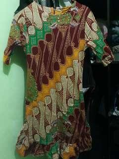 Dresd batik warnay cantik masih seperri baru,baru bbrp x pakai,bahan lembut bagus bgt.