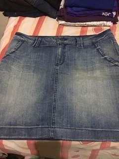 Rok Jeans Esprit.. Size 14 atay fit to L kecil. Freong jabodetabek