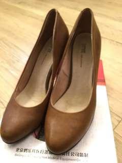 DAPHNE跟鞋(全新品)