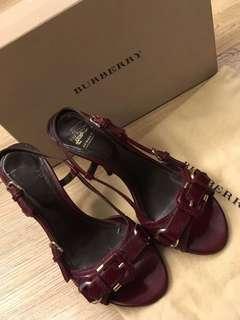 正品BURBERRY 棗紅涼鞋送FENDI 鞋