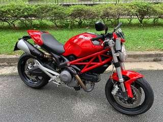 Ducati Monster 696 for sale. Expat owner with very low mileages of 16,500km only. Registration date 25/04/2014