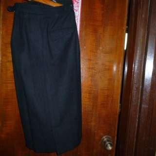(二手) 黑色冬天半截裙 (兩邊有扣及袋) ( 8.5 成新 ) =