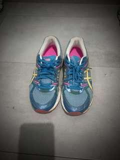 🚚 ASICS sport shoes - ladies size 7