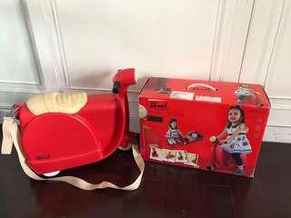 🚚 二手英國 Skoot 史酷得 拉風旅行摩托車 摩托車造型 二合一 兒童行李箱 兒童登機箱 玩具收納箱