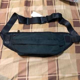 腰包(附耳機線位) waist bag with hand-free hole