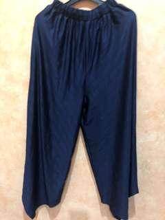 Celana pleated navy blue asimetris