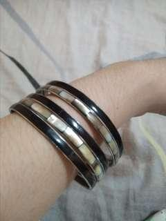 WHITE/BLACK THIN BANGLE