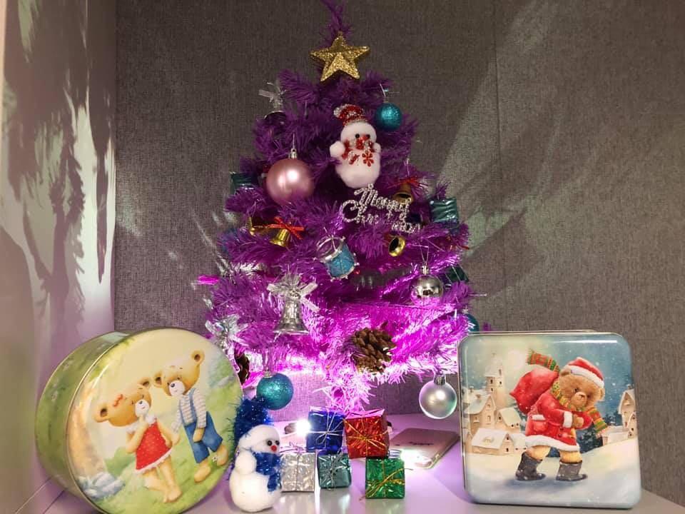 紫色聖誕樹