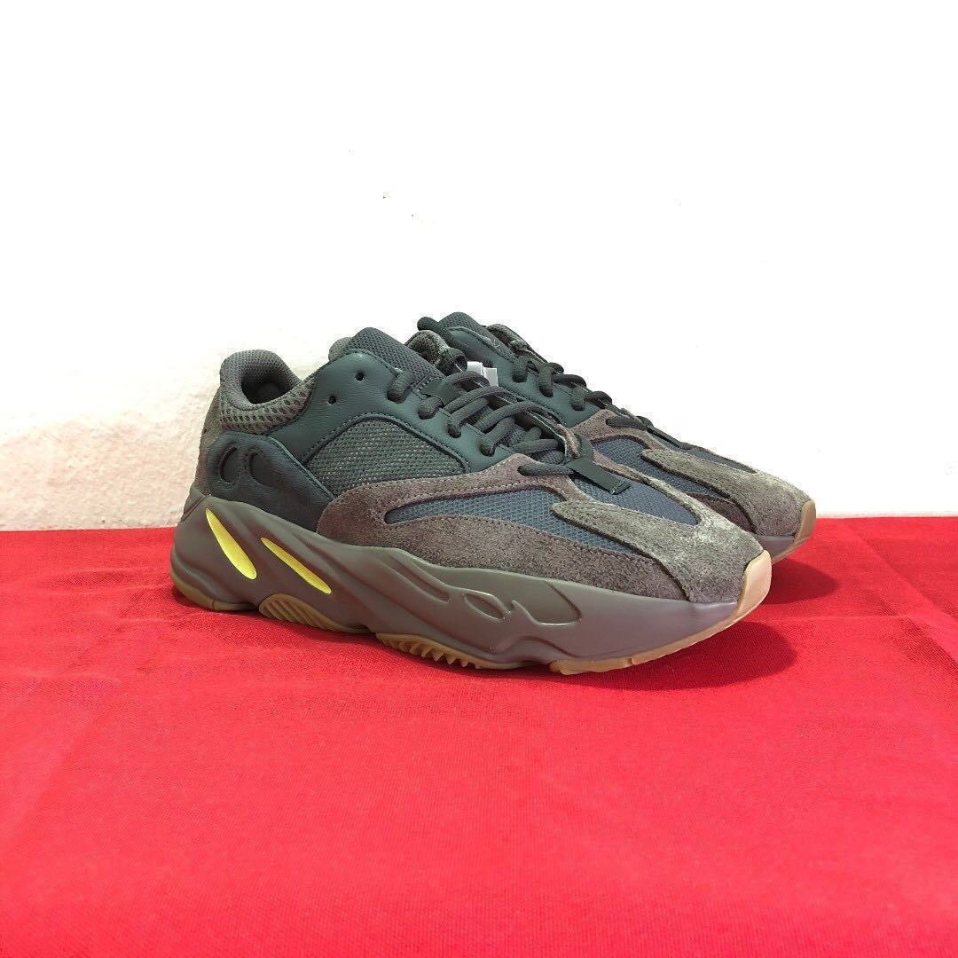 55ab975b8 Below Retail!  Adidas Yeezy 700 Mauve - UK7   US7.5