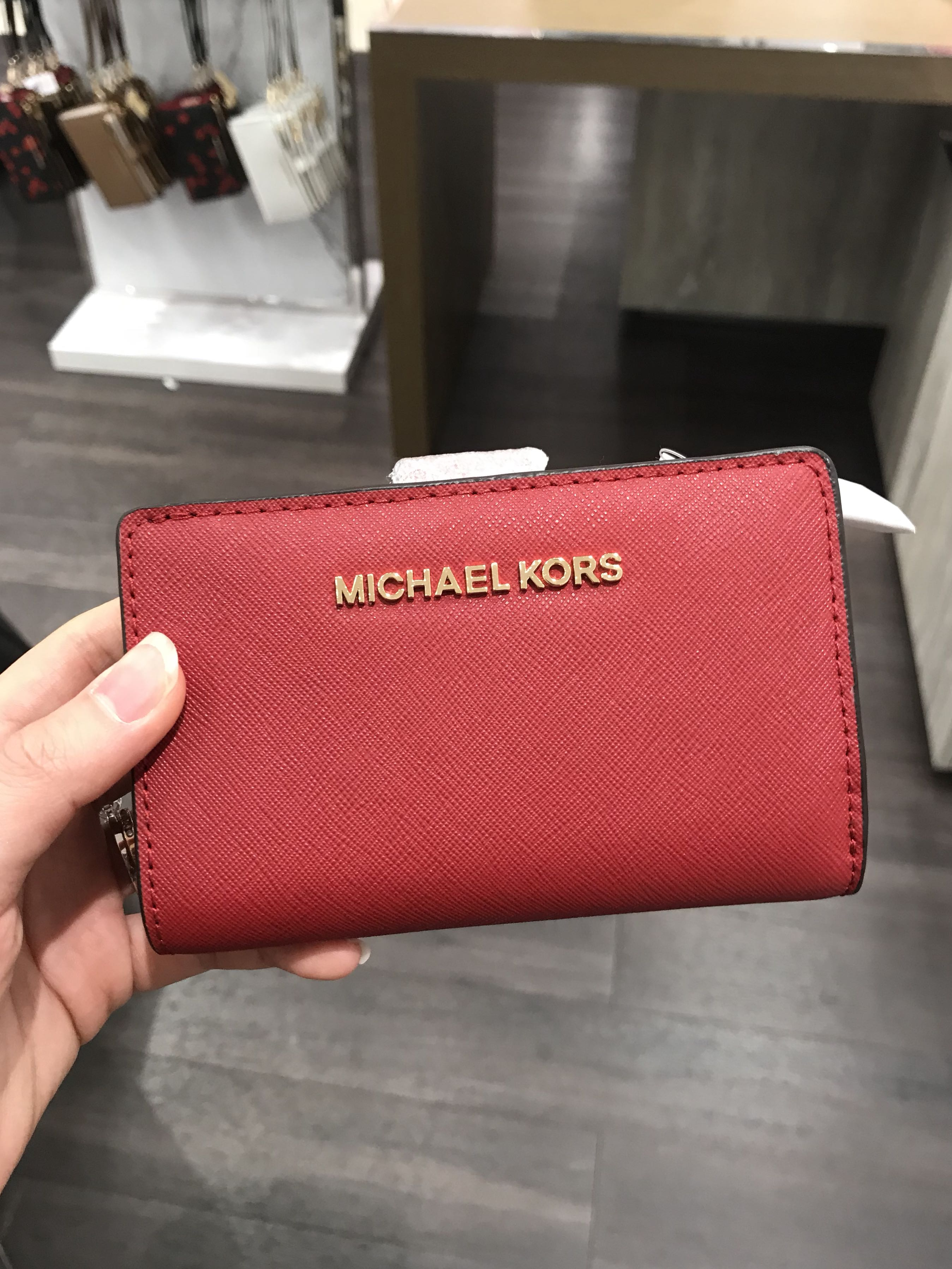 992eb1d8d4e6 Michael Kors Jet Set Travel Bifold Zip coin Wallet Red, Women's Fashion,  Bags & Wallets, Wallets on Carousell