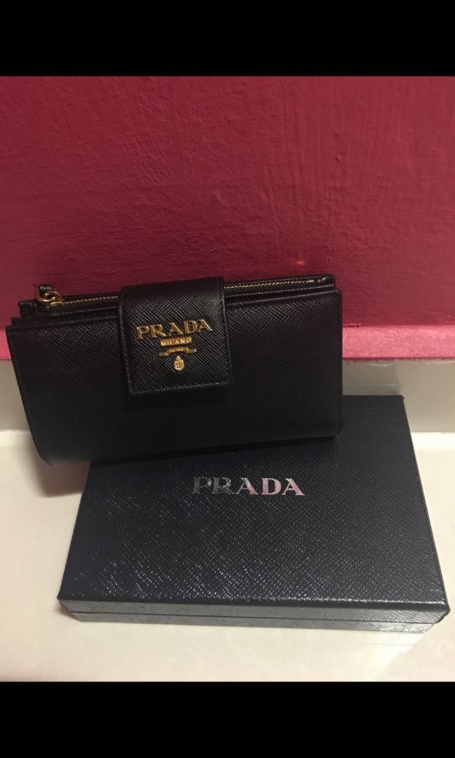 16c7aa5575f9 Prada Saffiano Metal Medium Flap Wallet, Women's Fashion, Bags ...