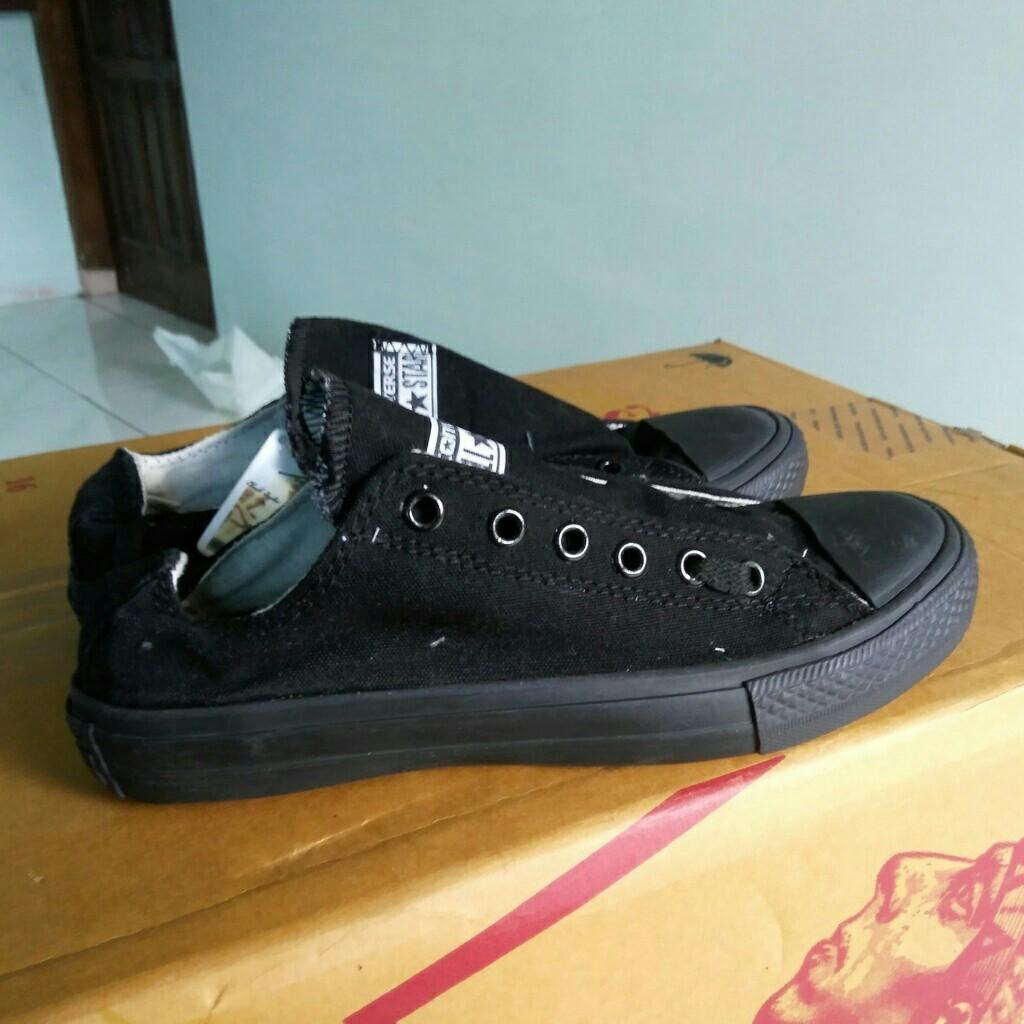 Sepatu converse all star warna full hitam no 39 b3dd661cc1