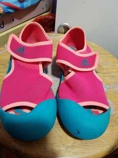運動鞋 Adidas