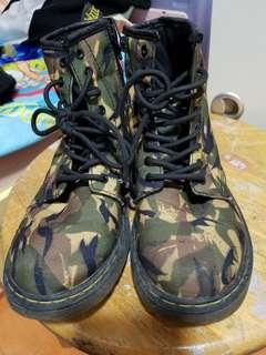 綠色迷彩短 boot