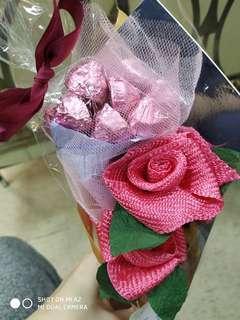 緞帶玫瑰加草莓巧克力花束