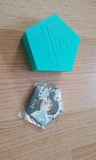 Shinee world 2017 five onew pin official goods